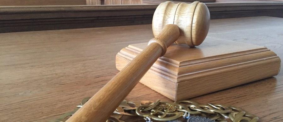 Ministerstwo Sprawiedliwości przygotowało dwa projekty, których celem ma być odciążenie sądów od najprostszych spraw takich jak wykroczenia, czy proste sprawy cywilne. Jeden z nich zakłada powołanie tzw. sądów pokoju - dowiedziała się PAP w resorcie.