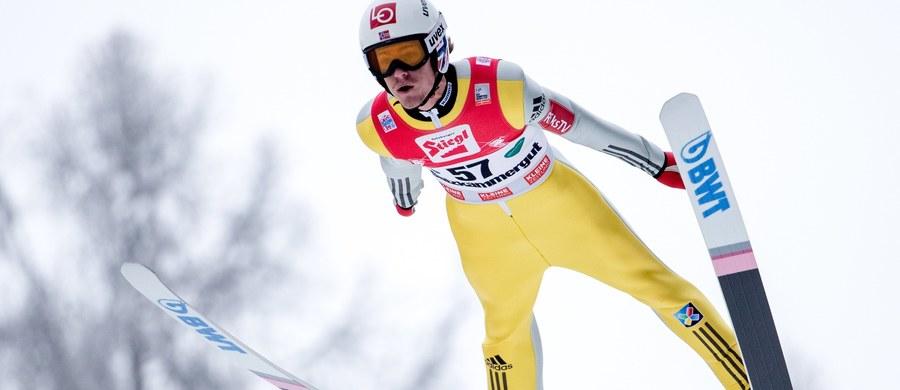 Komplet sześciu Polaków wystąpi w sobotę w austriackim Bad Mitterndorf w pierwszych w sezonie zawodach Pucharu Świata w skokach narciarskich na mamucim obiekcie. W piątkowych kwalifikacjach najlepiej z biało-czerwonych spisał się Dawid Kubacki, który był 14.