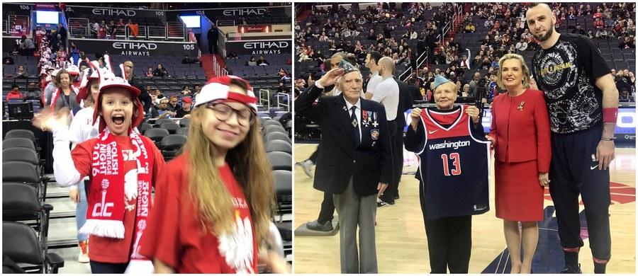 To był biało-czerwony wieczór w stolicy Stanów Zjednoczonych. W czasie spotkania Washington Wizards i Brooklyn Nets zawodnik stołecznej ekipy Marcin Gortat już po raz 7. promował Polskę.