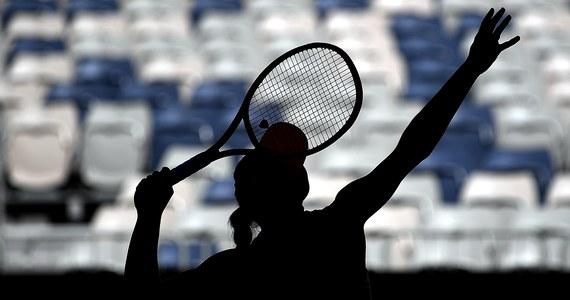 Magdalena Fręch wywalczyła awans do turnieju głównego Australian Open: w trzeciej rundzie eliminacji 20-letnia Polka pokonała Amerykankę Kaylę Day 6:3, 6:0. Jej pierwszą rywalką w wielkoszlemowej imprezie w Melbourne będzie Hiszpanka Carla Suarez Navarro. Swoich przeciwników poznali już również polscy debliści.