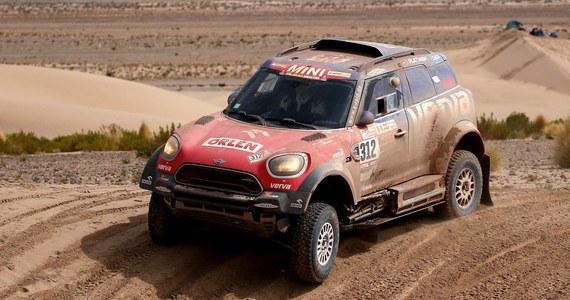 Jakub Przygoński zajął siódme miejsce wśród kierowców samochodów na ósmym etapie Rajdu Dakar, z Uyuni do Tupizy w Boliwii (584 km). Najszybszy był Francuz Stephane Peterhansel, który dzień wcześniej stracił blisko dwie godziny naprawiając uszkodzone auto.