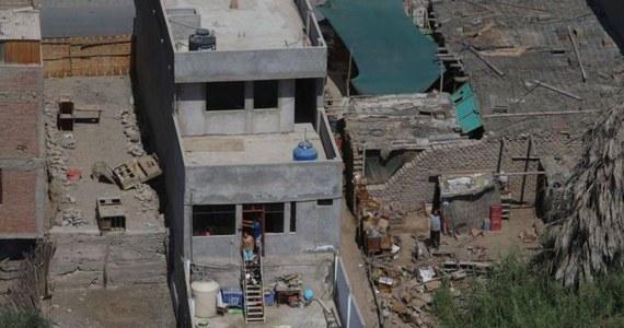 W wyniku trzęsienia ziemi o magnitudzie 7,3 u południowego wybrzeża Peru zginęła jedna osoba, a 65 osób zostało rannych; zniszczeniu uległy dziesiątki domów oraz drogi - podały w niedzielę miejscowe władze i służby obrony cywilnej.