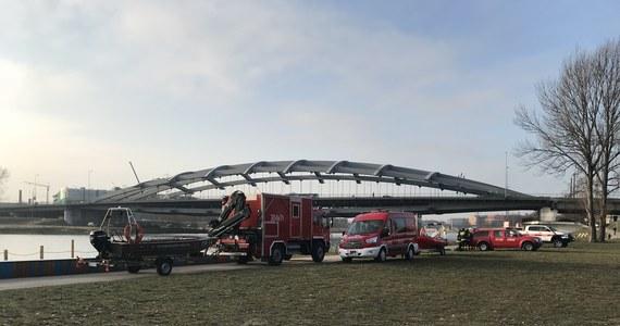 Do krakowskich policjantów zgłosili się nowi świadkowie w związku z zaginięciem szóstego stycznia Piotra Kijanki. Mężczyzna po raz ostatni miał być widziany w okolicach mostu Kotlarskiego. Policja prowadziła tam przeszukiwania sonarem koryta rzeki.