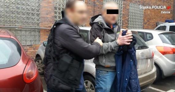 Zatrzymano mężczyznę, który napadał na kobiety w centrum Zabrza. Napastnik usłyszał zarzuty usiłowania trzech gwałtów i został już tymczasowo aresztowany przez sąd. Za te przestępstwa grozi do 12 lat więzienia. Ale w tym przypadku ta kara może być teraz podwyższona o połowę.