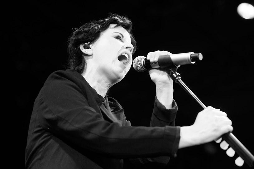 """W wieku 46 lat nagle zmarła Dolores O'Riordan, wokalistka irlandzkiej grupy The Cranberries, pamiętanej przede wszystkim z wielkiego przeboju """"Zombie""""."""