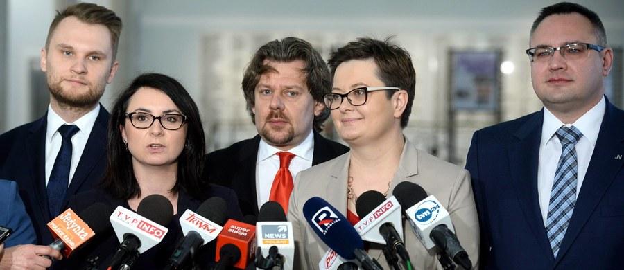 """Niemiecki """"Der Spiegel"""" w swoim wydaniu online pisze o głosowaniu w Sejmie nad obywatelskim projektem ustawy o liberalizującej ustawy antyaborcyjnej. Dziennikarze podkreślają w tytule, że """"opozycja w Polsce sama się rozmontowuje""""."""