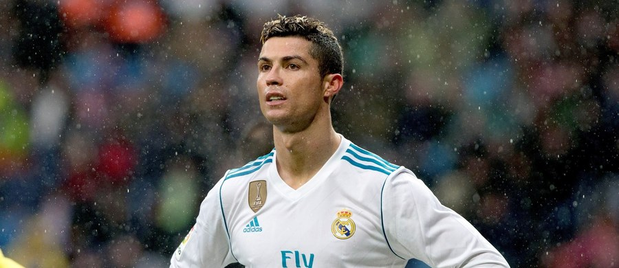 """Pięciokrotny zdobywca Złotej Piłki dla najlepszego zawodnika roku na świecie Portugalczyk Cristiano Ronaldo jest rozczarowany postawą prezesa Realu Madryt Florentino Pereza i zamierza odejść z klubu mistrza Hiszpanii do Manchesteru United - donosi dziennik """"As""""."""