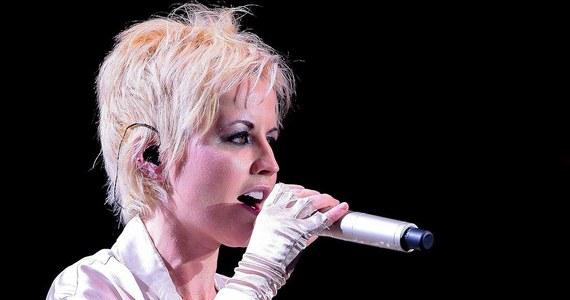 W ostatnich tygodniach Dolores O'Riordan pogrążona była w głębokiej depresji - doniósł amerykański portal TMZ, powołując się na przyjaciół artystki. Co więcej, według ich relacji, wokalistka cierpiała w ostatnim czasie z powodu silnych bólów pleców, które zmusiły ją w ubiegłym roku do odwołania większości koncertów. Dolores O'Riordan zmarła niespodziewanie w wieku 46 lat.