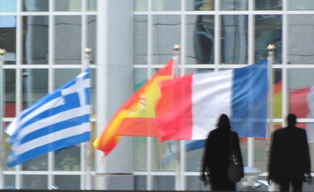 Liderzy grup politycznych Parlamentu Europejskiego chcą w lutym kolejnej debaty i rezolucji nt. Polski, by wesprzeć Komisję Europejską w sprawie uruchomienia artykułu 7. wobec Polski. To wynik nieformalnego spotkania wczoraj późnym wieczorem – ustaliła dziennikarka RMF FM, Katarzyna Szymańska-Borginon.