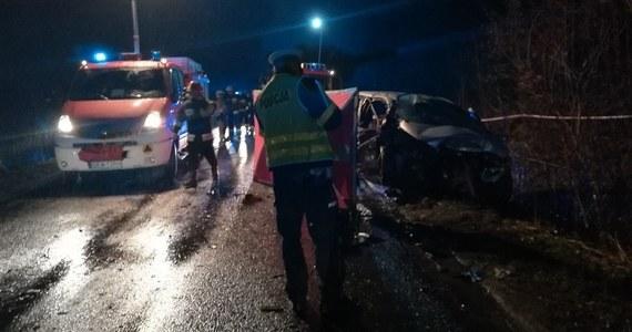 Kolejny zwrot akcji w sprawie tragicznego wypadku w Raniewie koło Kwidzyna. Pod koniec roku w czołowym zderzeniu dwóch aut zginęły tam 4 osoby. Zarzut spowodowania wypadku usłyszał wtedy pijany 32-latek, choć początkowo winę na siebie wziął jego brat. Okazuje się jednak, że śledczy nie mieli racji, stawiając zarzut 32-latkowi.