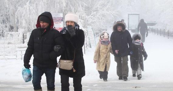 W niektórych rejonach Jakucji na Syberii termometry pokazały minus 67 stopni Celsjusza. W ponad stu szkołach w Jakucji odwołano zajęcia.
