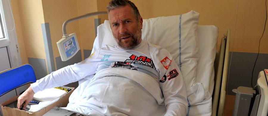 """Bez komplikacji przebiegła operacja stawu kolanowego rajdowca Rafała Sonika, którą przeprowadzili lekarze ze szpitala w szczecińskim Zdunowie. """"Minie co najmniej kilka miesięcy, zanim zacznie trenować"""" – powiedział chirurg dr Dariusz Larysz."""