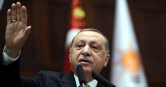 Prezydent Turcji Recep Tayyip Erdogan wezwał we wtorek NATO do przeciwstawienia się planowanemu przez USA utworzeniu w Syrii 30-tysięcznych Sił Bezpieczeństwa Granicznego (BSF) dowodzonych przez Kurdów.