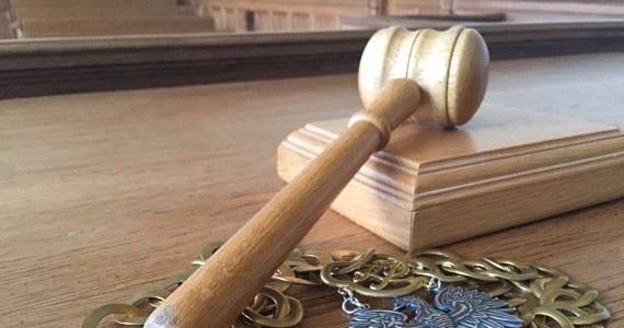 Na karę 25 lat więzienia skazał Sąd Okręgowy w Olsztynie 30-letniego byłego żołnierza, weterana zagranicznych misji wojskowych w Afganistanie, za zabójstwo kobiety na tle rabunkowym. Do zbrodni doszło ponad rok temu w Giżycku. Wyrok nie jest prawomocny.