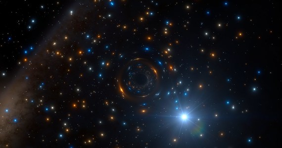 """Astronomowie korzystający z instrumentu MUSA zainstalowanego na teleskopie VLT w Europejskim Obserwatorium Południowym w Chile zaobserwowali niezwykłe zachowanie jednej z gwiazd gromady NGC 3201. Gwiazda wydaje się krążyć wokół czarnej dziury o masie sięgającej czterech mas Słońca. To pierwsze odkrycie tego typu niewielkiej, nieaktywnej czarnej dziury we wnętrzu gromady kulistej, dokonane przez bezpośrednią obserwację jej oddziaływania grawitacyjnego. Autorzy pracy na ten temat, którą opublikuje czasopismo """"Monthly Notices of the Royal Astronomical Society"""", są przekonani, że odkrycie zwiększy naszą wiedzę na temat pochodzenia gromad kulistych i czarnych dziur, a także zdarzeń prowadzących do emisji fal grawitacyjnych."""