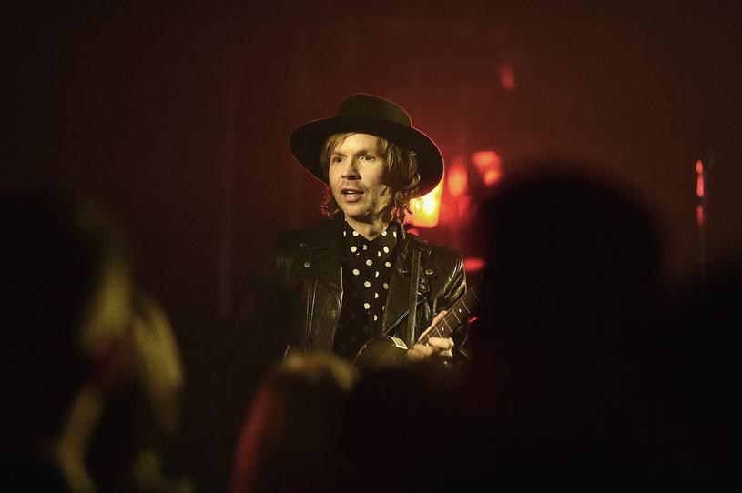 """W sieci dostępny jest najnowszy teledysk Becka do utworu """"Fix Me"""". W klipie wystąpiły pewne popularne instagramowe... pudle i ich mała właścicielka, Mame."""
