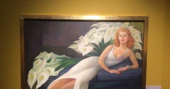 Już ponad sto tysięcy osób odwiedziło wystawę obrazów Fridy Kahlo w Poznaniu. W kolejkach po bilety w kasie poznańskiego Centrum Kultury Zamek ustawiają się setki osób. Ich długość nikogo nie przeraża.