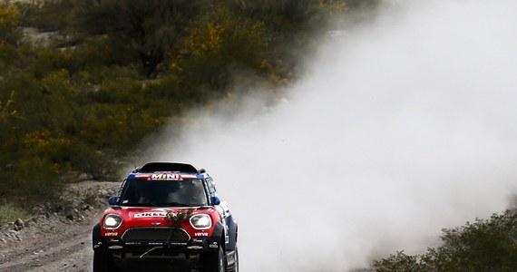 Coraz bliżej triumfu w Rajdzie Dakar jest hiszpański kierowca Carlos Sainz. Wprawdzie na 11. etapie z Belen do Chicelito był trzeci, ale i tak minimalnie powiększył przewagę nad kolegą z Peugeota Stephanem Peterhanselem. Jakub Przygoński w Mini utrzymał szóste miejsce.