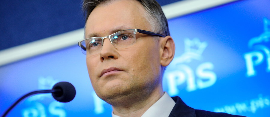 """""""Ubolewam, że minister Czaputowicz nie poprosił przed wyjazdem do Niemiec o zapoznanie się z ekspertyzami na temat reparacji przygotowanymi przez zespół parlamentarny. Te informacje wzmocniłyby jego stanowisko w rozmowach ze stroną niemiecką"""" - mówi w rozmowie z RMF FM Arkadiusz Mularczyk. Tak przewodniczący tego zespołu komentuje wczorajsze spotkanie szefów dyplomacji Polski i Niemiec, po którym zadeklarowali, że chcą, by dyskusja na temat reparacji była prowadzona na poziomie ekspertów."""