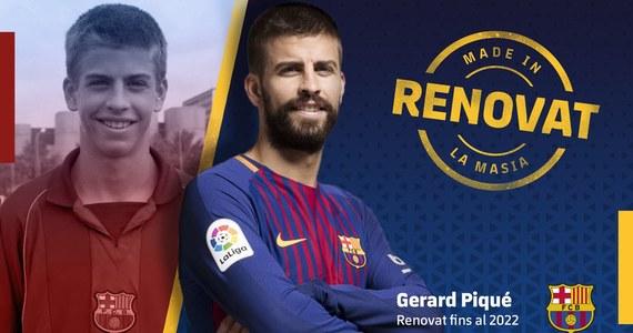 """Obrońca """"Dumy Katalonii"""" Gerard Pique porozumiał się z klubem i przedłużył kontrakt do czerwca 2022 roku z kwotą odstępnego wysokości 500 milionów euro. Ten ruch może oznaczać, że będzie grał w Barcelonie do końca kariery."""