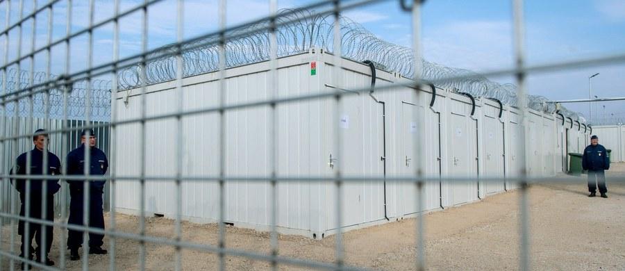 Dwóch migrantów próbowało dostać się nielegalnie w polskiej ciężarówce na terytorium Węgier od strony Serbii. Zostali zatrzymani - poinformowała w czwartek policja węgierska na portalu police.hu.