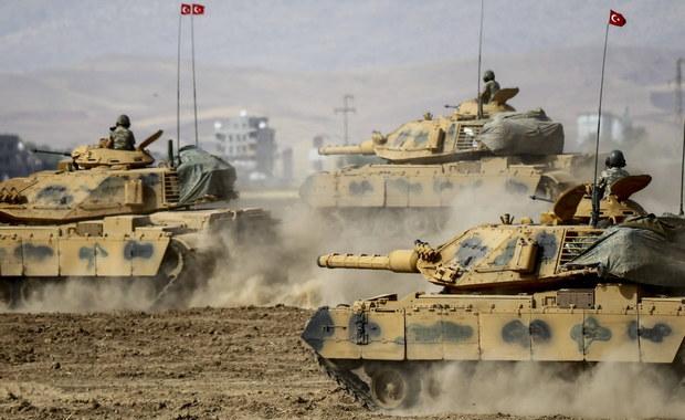 """Władze Syrii ostrzegły w czwartek, iż ewentualna operacja wojsk tureckich w regionie Afrin zostanie uznana za akt agresji. Reżim Baszara el-Asada zapewnił, że zamierza strącać tureckie samoloty przeprowadzające ataki na terytorium Syrii. Turecka operacja zbrojna w regionie Afrin, na północy Syrii, zostanie uznana za """"akt agresji"""" i """"pogwałcenie prawa międzynarodowego"""" - napisał w oświadczeniu wiceminister spraw zagranicznych Syrii Fajsal Mekdad."""