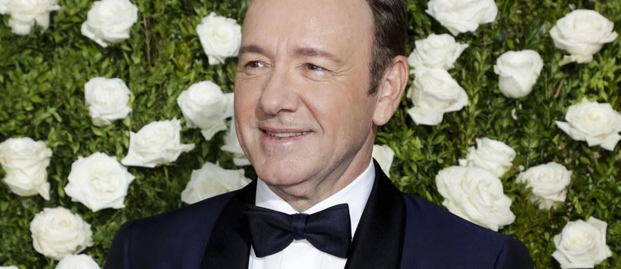 Kolejna osoba oskarża Kevina Spacey'a o molestowanie seksualne - dowiedzieli się nieoficjalnie brytyjscy dziennikarze. Na policję w Londynie zgłosiła się trzecia ofiara aktora. Do napaści seksualnej miało dojść w 2005 roku w Westminster.