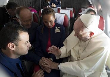 Papież udzielił ślubu… na pokładzie samolotu