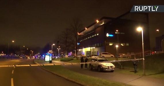 Do potężnej eksplozji doszło w czwartek późnym wieczorem w centrum szwedzkiego miasta Malmö. Ktoś rzucił granatem ręcznym w kierunku posterunku policji. Nikt nie został ranny, ale uszkodzonych zostało kilka zaparkowanych w pobliżu samochodów.