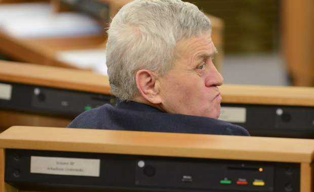 Senat zajmował się wnioskiem prokuratury o wyrażenie zgody na zatrzymanie i tymczasowe aresztowanie senatora Stanisława Koguta. We wtorek senacka komisja regulaminowa nie zgodziła się na zatrzymanie i aresztowanie senatora PiS, podejrzewanego o korupcję. Senator wcześniej sam zrzekł się immunitetu.