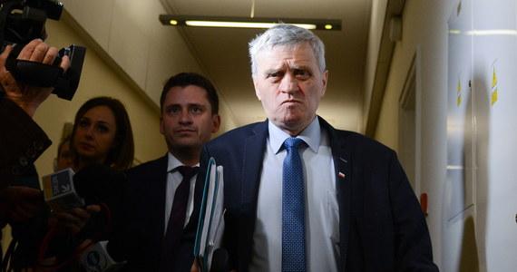Senat nie wyraził zgody na zatrzymanie i tymczasowe aresztowanie senatora Stanisława Koguta. Wniosek do izby w tej sprawie złożyła prokuratura. To z pewnością zaskakująca decyzja - o zaakceptowanie wniosku prosił wczoraj polityków PiS prezes Jarosław Kaczyński.