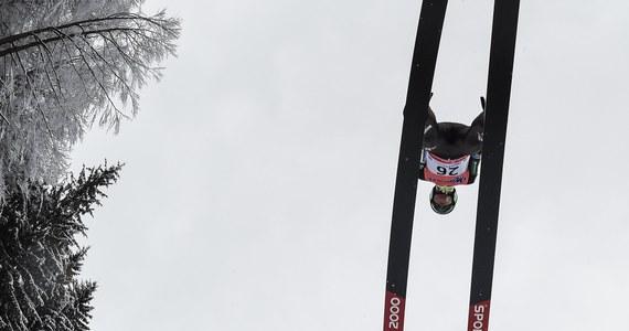 Kamil Stoch zajmuje trzecie miejsce po dwóch z czterech serii mistrzostw świata w lotach narciarskich w Oberstdorfie. Prowadzi Norweg Daniel Andre Tande, a drugi jest Niemiec Richard Freitag. Dokończenie zawodów w sobotę.