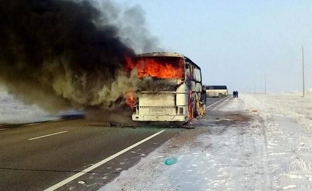Ze wstępnych ustaleń wynika, że przyczyną pożaru autobusu, w którym w czwartek w Kazachstanie zginęły 52 osoby, było korzystanie z przenośnej kuchenki gazowej wewnątrz pojazdu - poinformowało MSW Kazachstanu.