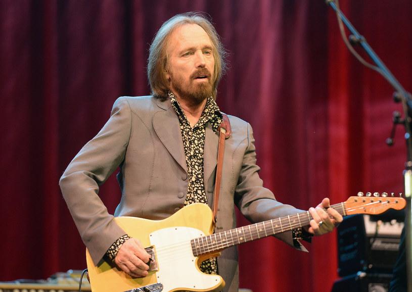 Przypadkowe przedawkowanie leków przeciwbólowych to oficjalna przyczyna śmierci amerykańskiego gwiazdora, Toma Petty'ego. Muzyk zmarł 2 października 2017 roku w wieku 66 lat.