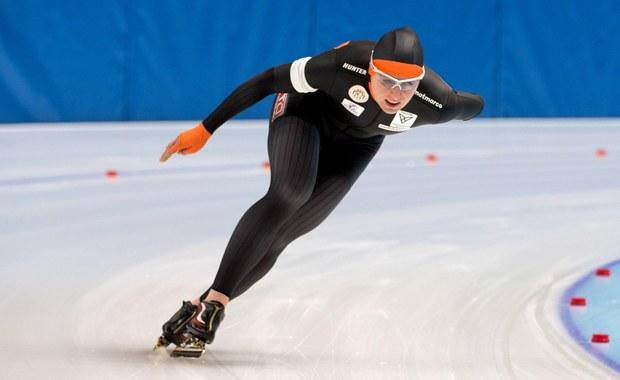 Natalia Czerwonka pokonała 1500 m w czasie 1.57,61 i zajęła piąte miejsce w zawodach Pucharu Świata w łyżwiarstwie szybkim, które odbywają się w niemieckim Erfurcie. Zwyciężyła Holenderka Ireen Wuest - 1.55,66. Katarzyna Bachleda-Curuś zajęła 17. pozycję - 1.59,29, a Luiza Złotkowska nie ukończyła wyścigu.