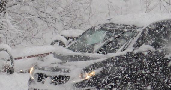 """Złe warunki jazdy na małopolskich drogach. """"Jeździ się fatalnie"""" - ostrzegają kierowcy, którzy dzwonią na Gorącą Linię RMF FM."""