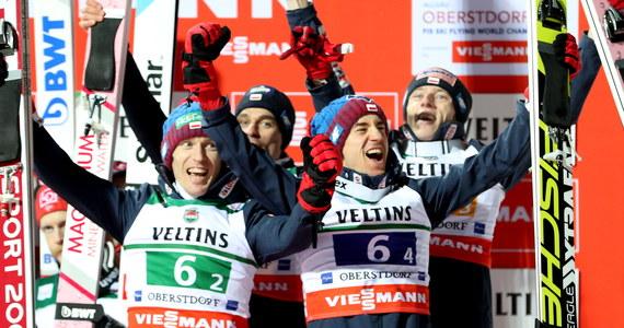 Polscy skoczkowie narciarscy zdobyli pierwszy w historii medal mistrzostw świata w lotach. Na mamucim obiekcie w niemieckim Oberstdorfie wywalczyli brąz. Poza zasięgiem rywali byli Norwegowie, a po srebro sięgnęli Słoweńcy.