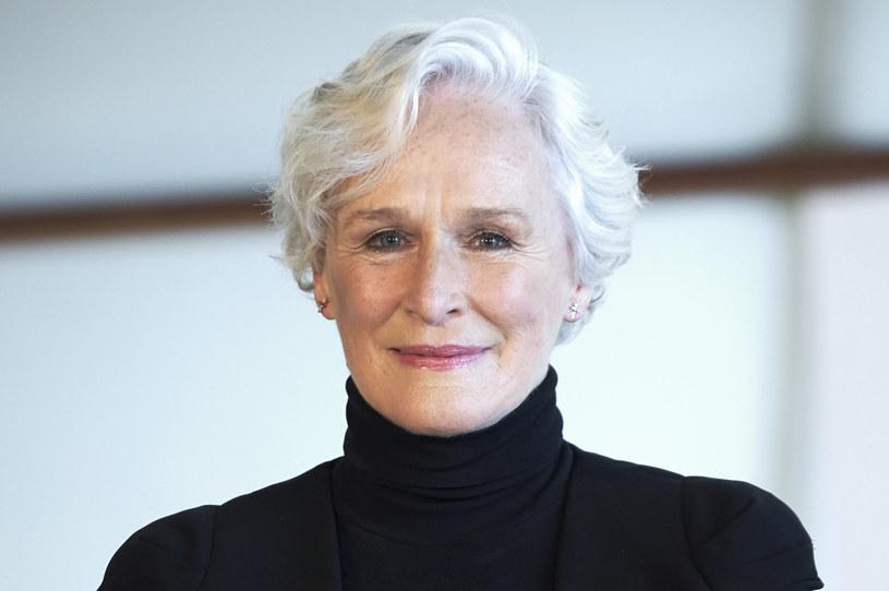 """28 maja tego roku w kinach i za dodatkową opłatą na platformie streamingowej Disney+ zadebiutuje """"Cruella"""" z Emmą Stone w roli tytułowej. Zanim w tę postać wcieliła się Stone, w dwóch filmach z 1996 i 2000 roku, Cruellę z powodzeniem zagrała Glenn Close. Teraz w jednym z wywiadów aktorka zdradza, że chętnie powtórzyłaby tę rolę. Ma nawet pomysł na kontynuację."""