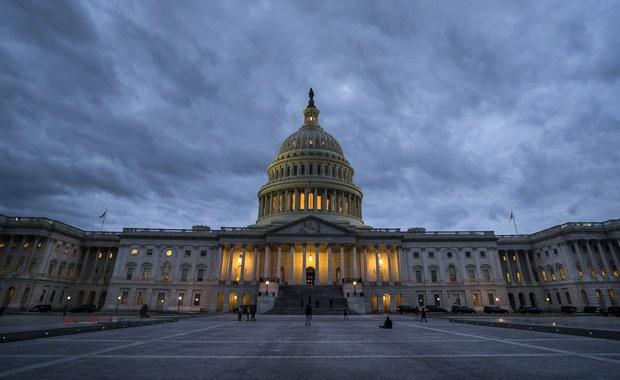 Prezydent USA Donald Trump podpisał w poniedziałek wieczorem czasu lokalnego ustawę o finansowaniu działalności rządu federalnego do 8 lutego, kończąc tym samym trzydniowe zawieszenie jego działalności (shutdown) - poinformował Biały Dom. We wtorek rząd federalny będzie już mógł w pełni wznowić swoją działalność.