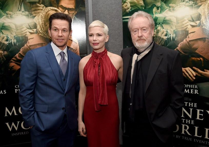 """""""Zgodziłam się na tę rolę bez wahania. Wystarczyło, że usłyszałam słowa... Ridley Scott. Więcej mnie nie obchodziło"""" - wyznaje Michelle Williams, która gra główną bohaterkę filmu """"Wszystkie pieniądze świata"""". Tytuł trafi na ekrany polskich kin w najbliższy piątek, 26 stycznia. Tyle zamieszania jak wokół tej produkcji, nie było w Hollywood chyba nigdy. Dlaczego?"""