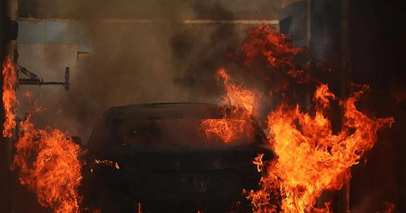 Co najmniej 11 osób zginęło w podwójnym zamachu z użyciem samochodów pułapek w Bengazi na wschodzie Libii - podał Reuters, powołując się na lokalne władze i świadka zdarzenia. Portal Libyan Express poinformował z kolei o trzech zabitych i sześciu rannych.