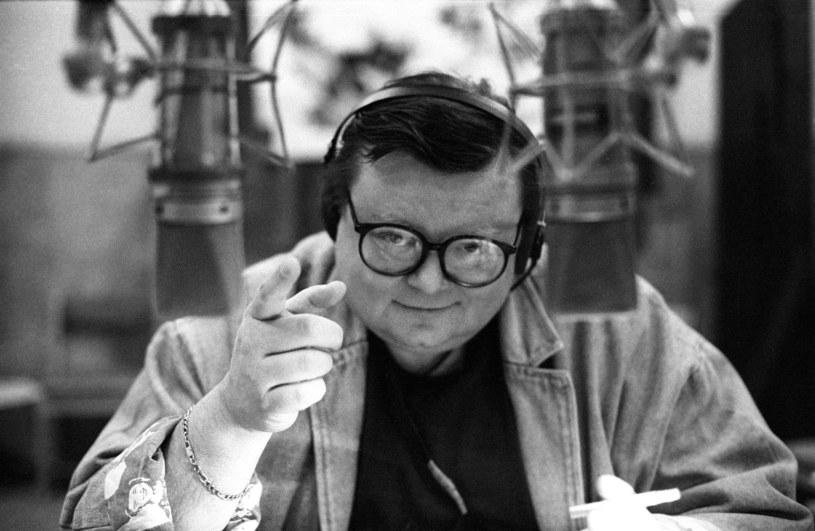 Głos, którego nie pomylisz z innym i charyzma, której nigdzie nie kupisz. Ale to też wiedza, poczucie humoru, dystans do siebie i osobowość. Jeden z najpopularniejszych polskich dziennikarzy muzycznych, Wojciech Mann, kończy 70 lat.