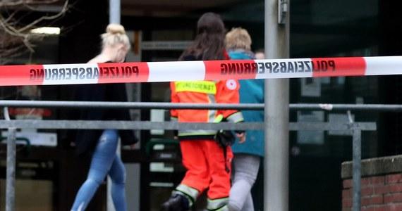 eb46bb7e Podczas przesłuchania przez policję 15-letni Alex przyznał się do  śmiertelnego ugodzenia nożem kolegi. Jak stwierdził, była to zemsta za to,  ...