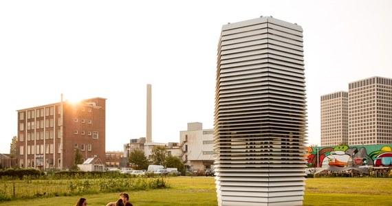 W krakowskim Parku Jordana w połowie lutego stanie 7-metrowa wieża oczyszczająca powietrze. Prototypową instalację stworzył holenderski projektant Daan Roosegaarde. Smog Free Tower to największy oczyszczacz smogu na świecie.