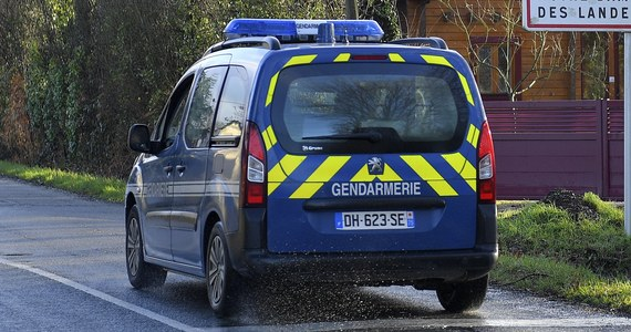 Francuska żandarmeria prowadzi śledztwo w sprawie tajemniczej śmierci polskiego kierowcy koło Lyonu - dowiedział się francuski korespondent RMF FM Marek Gładysz. Ciało 21-letniego Krzysztofa G. ze Szczytna zostało znalezione koło zaparkowanej na poboczu furgonetki, którą wcześniej prowadził.
