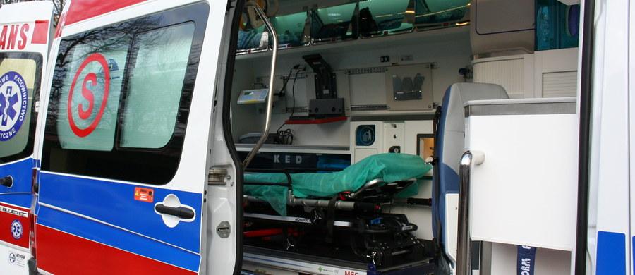 Nie żyje 30-letni pracownik huty szkła Stolzle w Częstochowie. Wczoraj późnym popołudniem został poparzony kwasem, używanym w fabryce do procesów produkcyjnych. Dwaj inni poparzeni pracownicy są w szpitalach. Stan jednego z nich jest bardzo ciężki