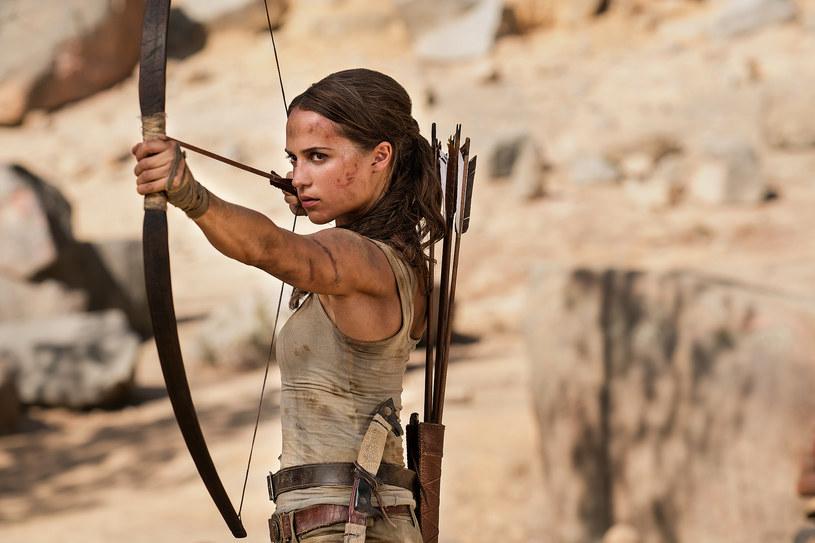 """Zdobywczyni Oscara Alicia Vikander (""""Ex-machina"""", """"Dziewczyna z portretu"""") już wkrótce pojawi się na ekranach w nieznanym dotąd wcieleniu, jako bohaterka kina akcji. Zagra młodą Larę Croft w nowej opowieści o jednej z najpopularniejszych postaci popkultury."""