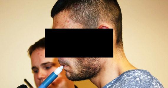 Po prawie 30-kilometrowym pościgu lubuska policja zatrzymała 25-letniego mieszkańca Pomorza. Okazało się, że był pod silnym działaniem narkotyków. O niepokojącym zachowaniu kierowcy na drodze nr 22 zawiadomili służby inni uczestnicy ruchu.