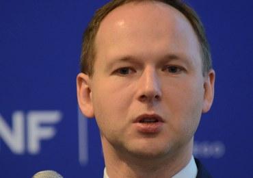 Szef KNF o oszustach finansowych: Analizujemy schematy działań