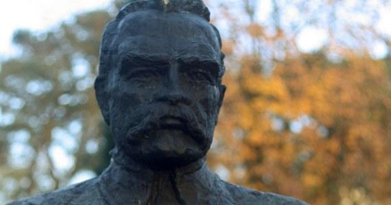 Poseł Prawa i Sprawiedliwości Andrzej Melak złożył interpelację do ministra kultury i dziedzictwa narodowego w sprawie sarkofagu, w którym miała zostać pierwotnie umieszczona trumna Pierwszego Marszałka Polski Józefa Piłsudskiego.